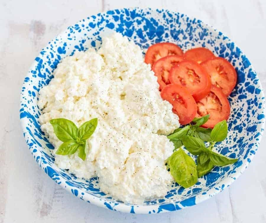 Cottage Cheeze with Tomatoes